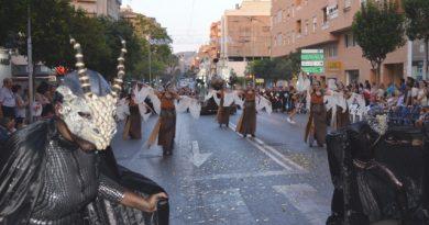 Más de un millar de festeros participan en los Moros y Cristianos de Altozano