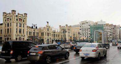 """La Virgen de los Desamparados recibe los aplausos y cariño de los valencianos a su paso en """"Maremóvil"""" por calles del centro histórico"""